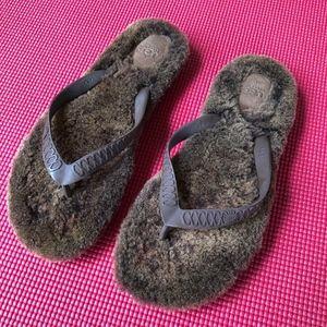 UGG flip flop slippers 8.5